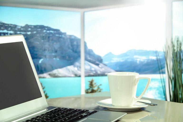 wirefree-clean-office-desks